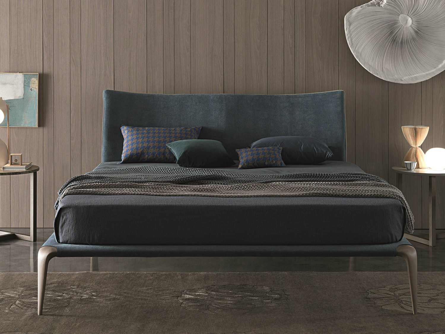 Double bed with wooden legs in fabric margareth for Misuraemme bed