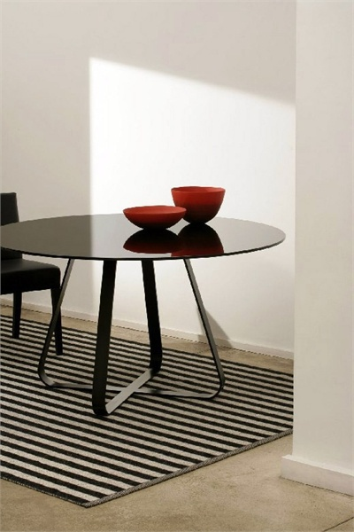 Round dining table, Glass Artelano