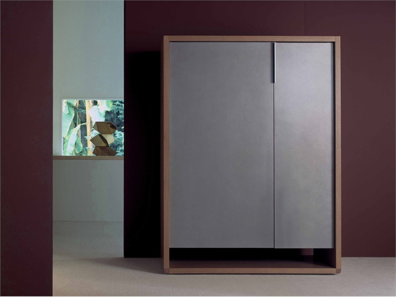 Wardrobe finished with veneer wood rive droite roche for Armoire roche bobois