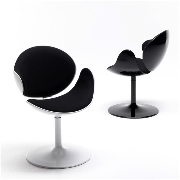 A chair without armrests, Bubble - Sintesi