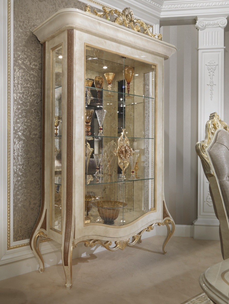 Showcase of solid wood and tempered glass Baroque, Turri
