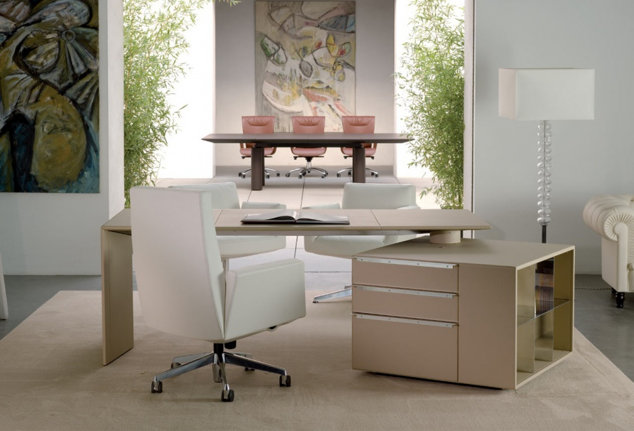 Desk of C. E. O with pull-out bedside table, Poltrona Frau