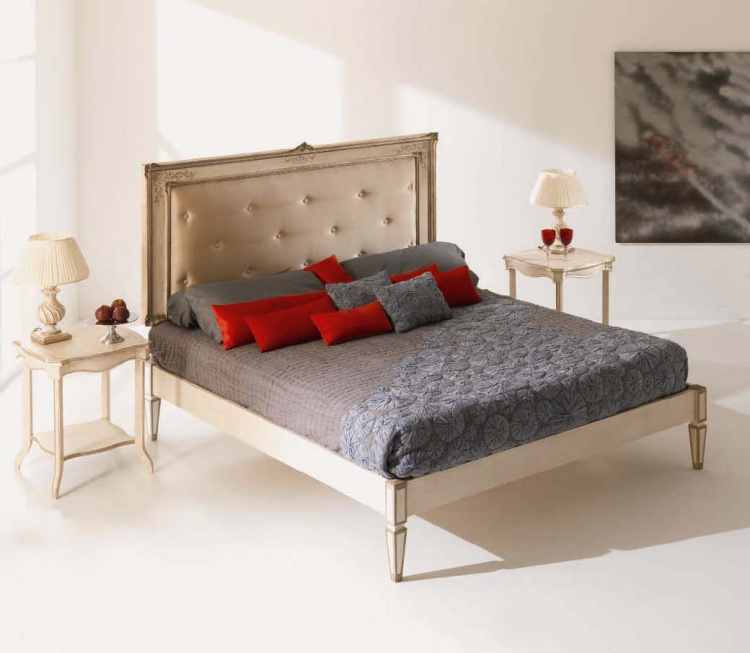 Double bed from Italian producer Silvano Grifoni
