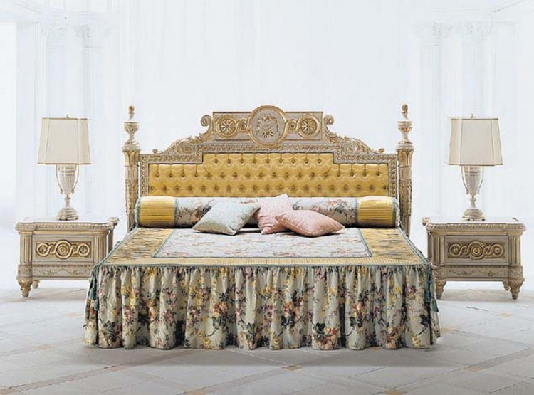 The bed is from Italian manufacturer Colombo Stile