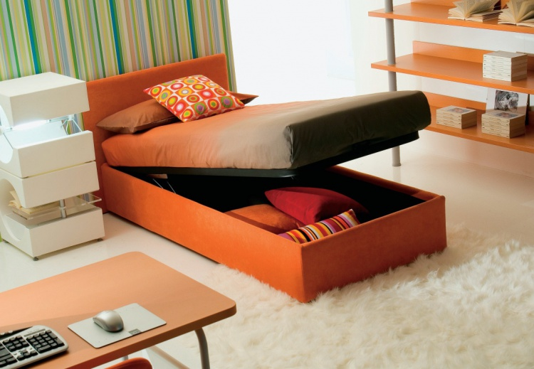 The bed is from Italian manufacturer, Di Liddo & Perego
