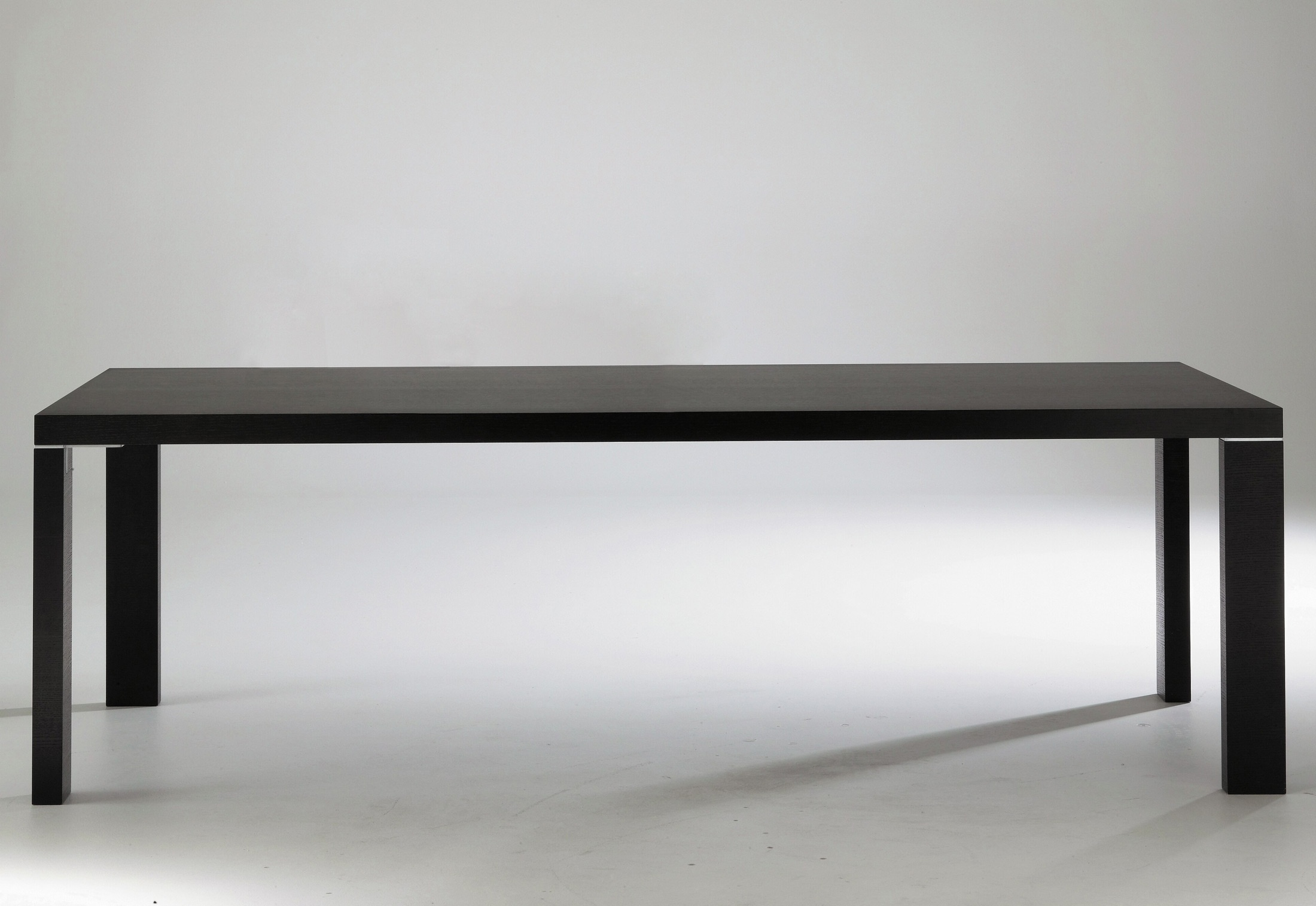 Dining table, CONTOURS dining table - Ligne Roset - Luxury furniture MR