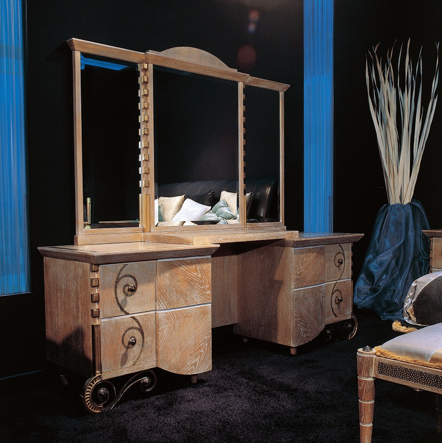 Dressing table made of solid wood in a classic style for Made dressing table