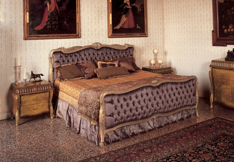 Double bed with high headboard, with gilding and carving, Angello Cappellini