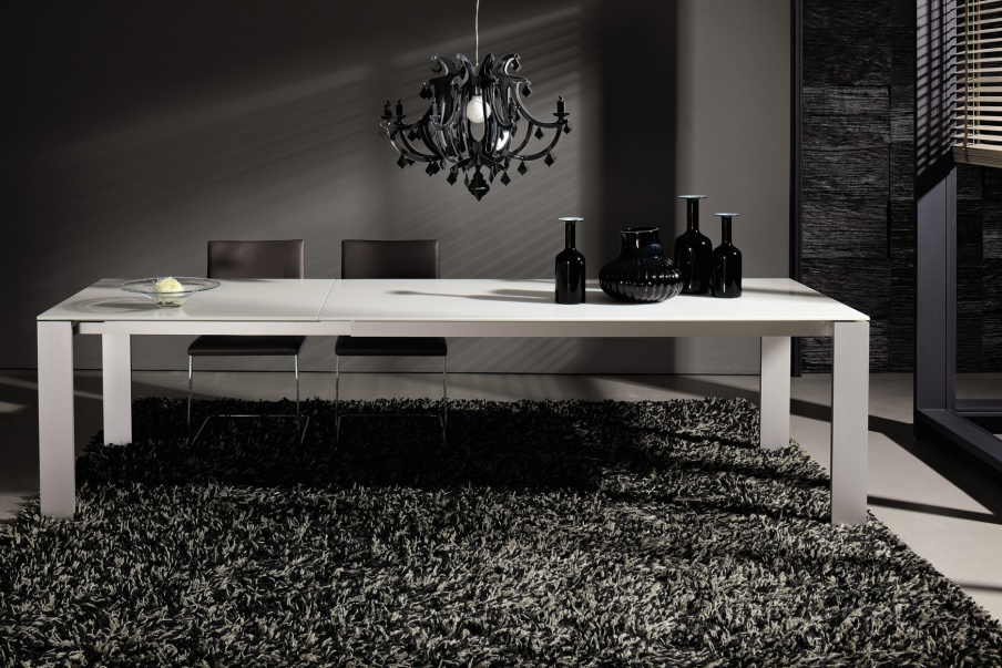 Hulsta Mobili Italia.Dining Table With Metal Legs Hulsta