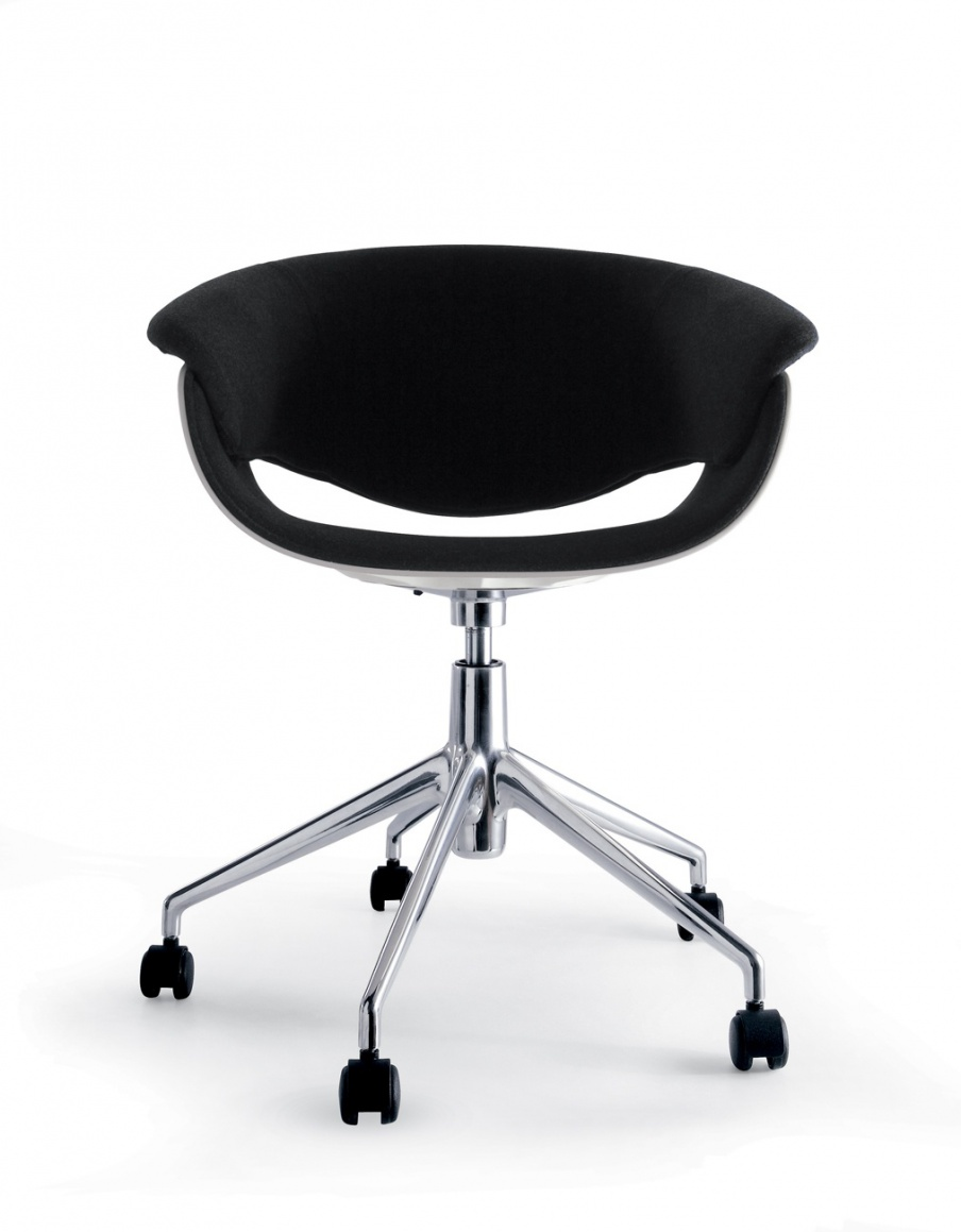 The chair rotating on a steel frame Sina, B&B Italia