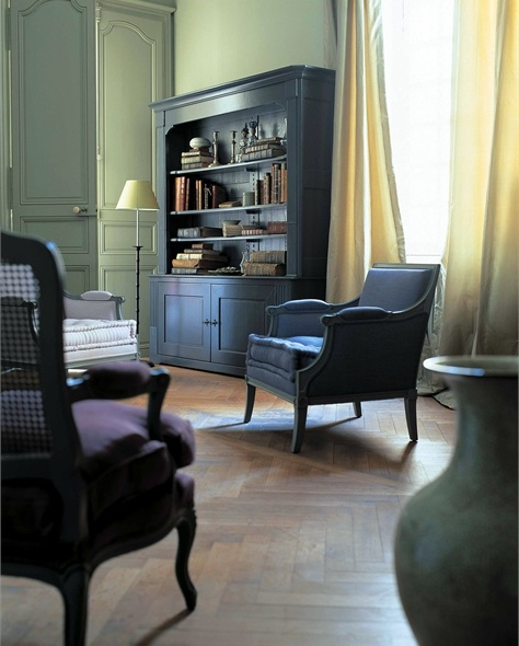 chair with armrests manoir roche bobois luxury furniture mr. Black Bedroom Furniture Sets. Home Design Ideas