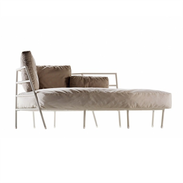 Chaise longue with metal frame and upholstered in for Chaise longue frame