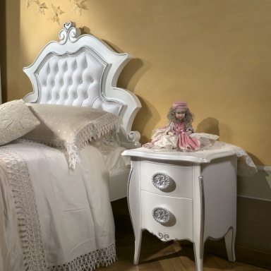 Bedside table in the nursery Arca
