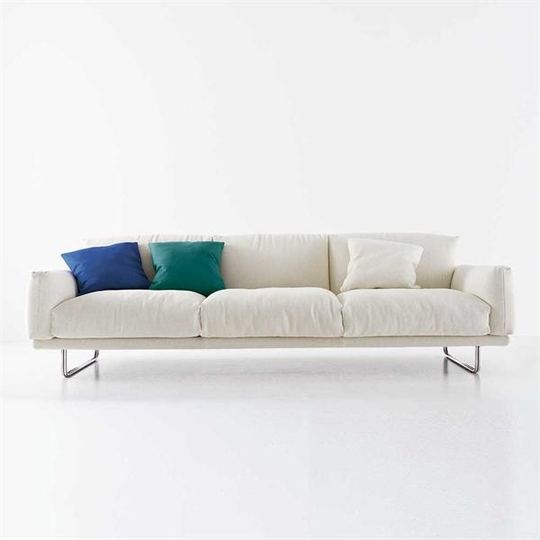 Sofa With Upholstery Of Textile Fabric A Filling Polyurethane Foam And Goose Down Legs In Chromed Metal Smart Arflex