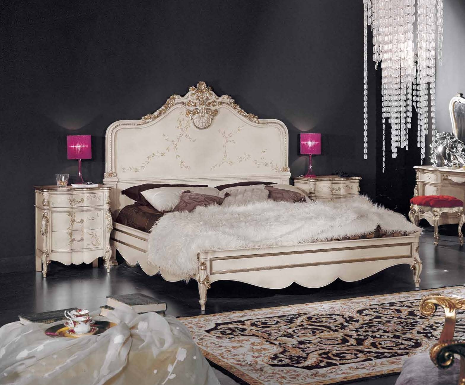 Bedroom suite with carved decoration in