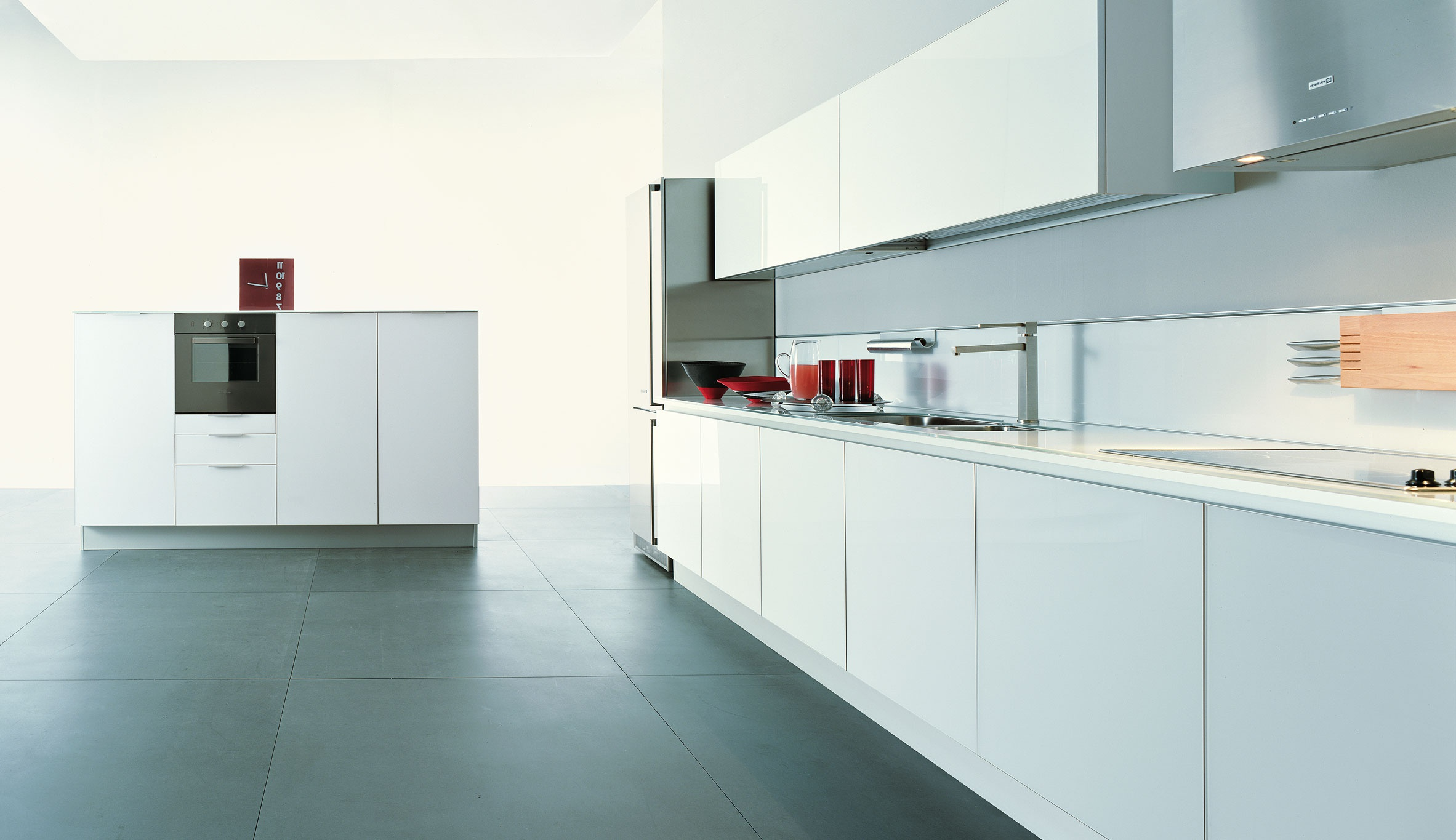 Kitchen (kitchen set) with doors and top in white tempered glass ...