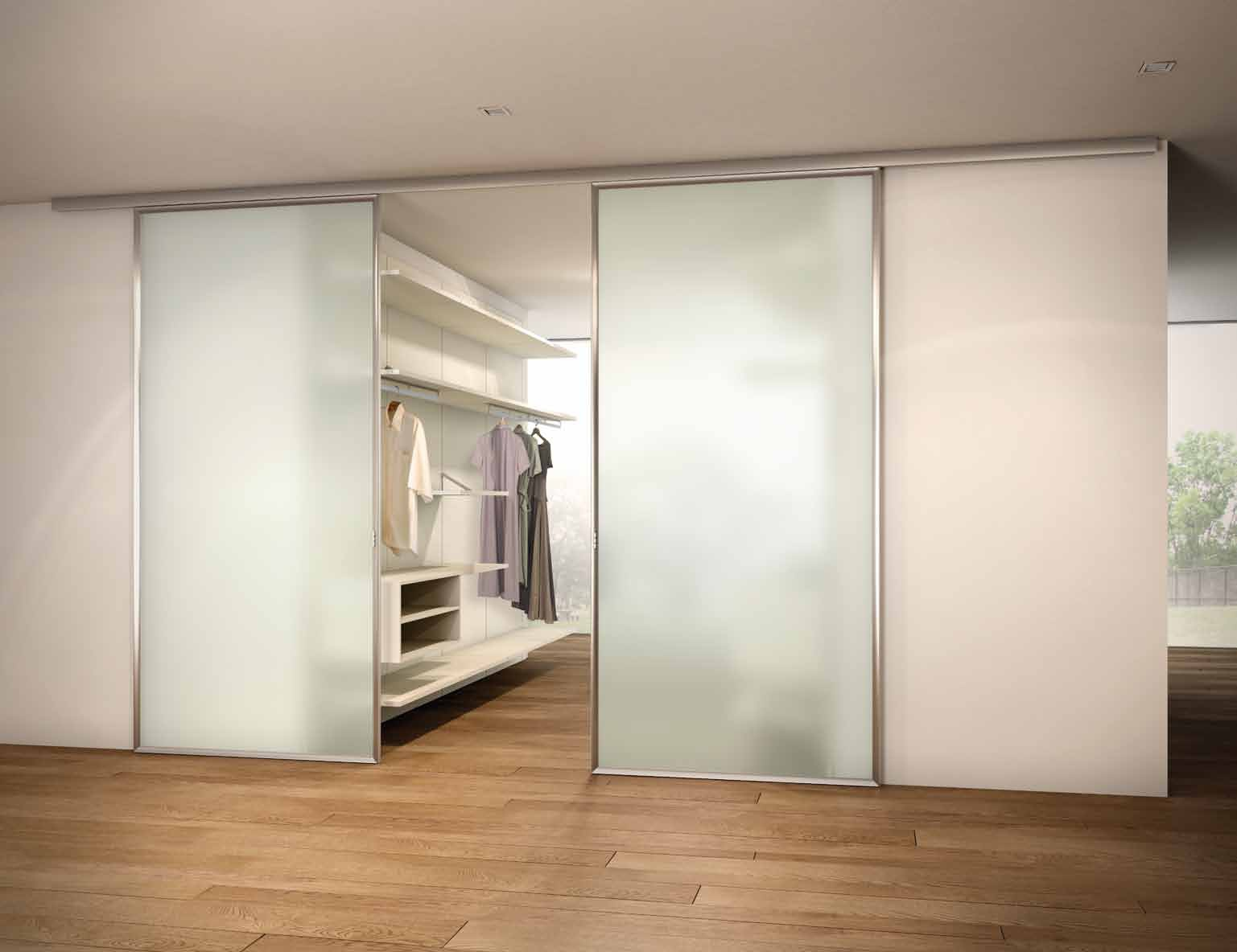 Dressing room with sliding doors of tempered glass charme for Sliding glass doors dressings