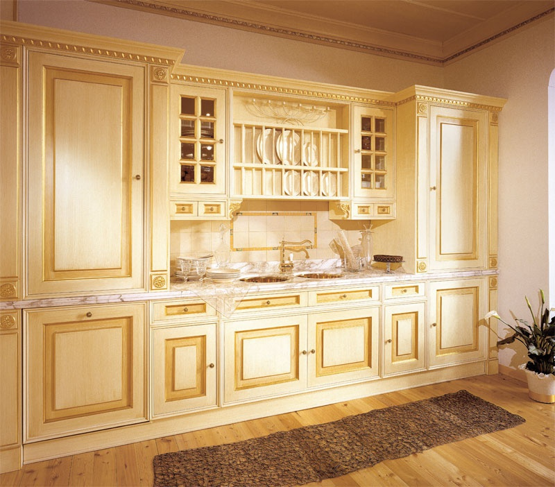Set for the kitchen made of solid wood with the island for Royal kitchen set
