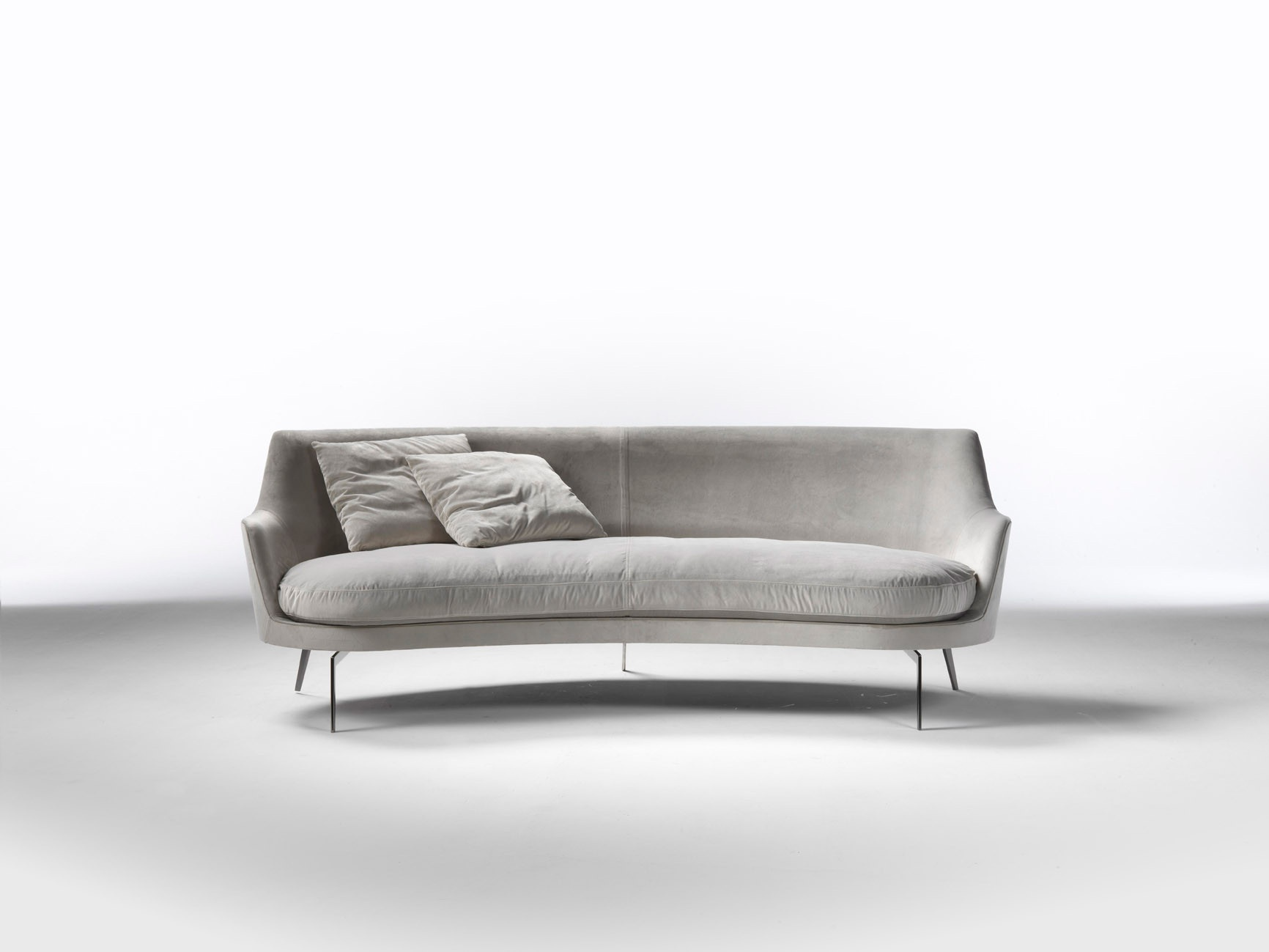 Curved Sofa With Metal Legs Guscio
