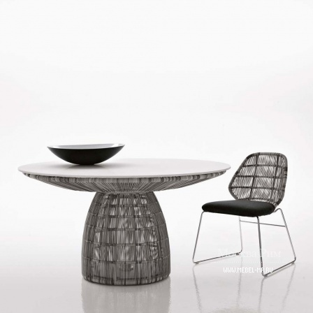 Round dining table with top made of glass or plastic Crinoline, B&B Italia