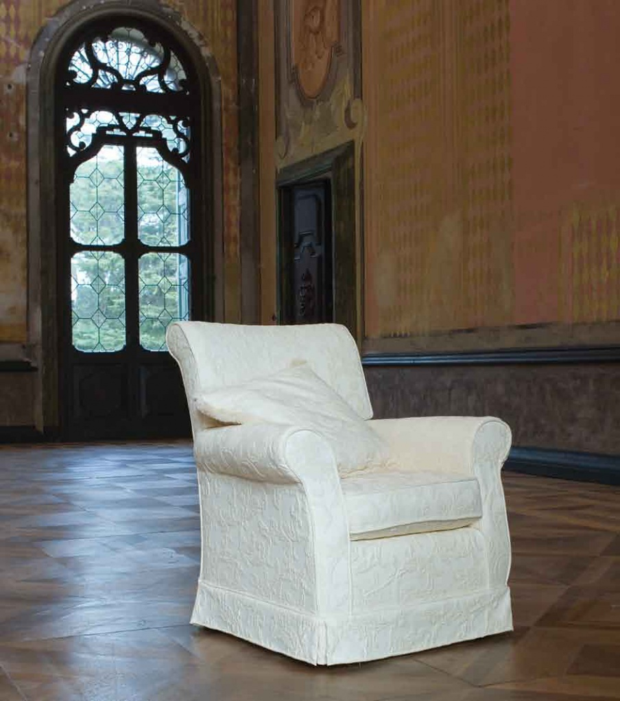 Chair with high back and rounded armrests Neville, Ville Venete ...