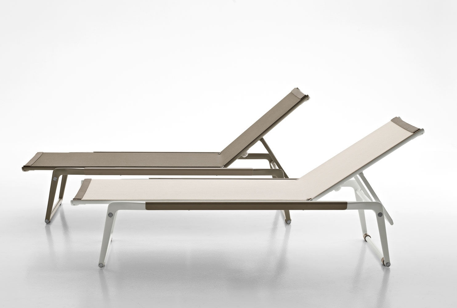 Mirto chaise lounge cast aluminum and plastic b b italia for Chaise longue plastique