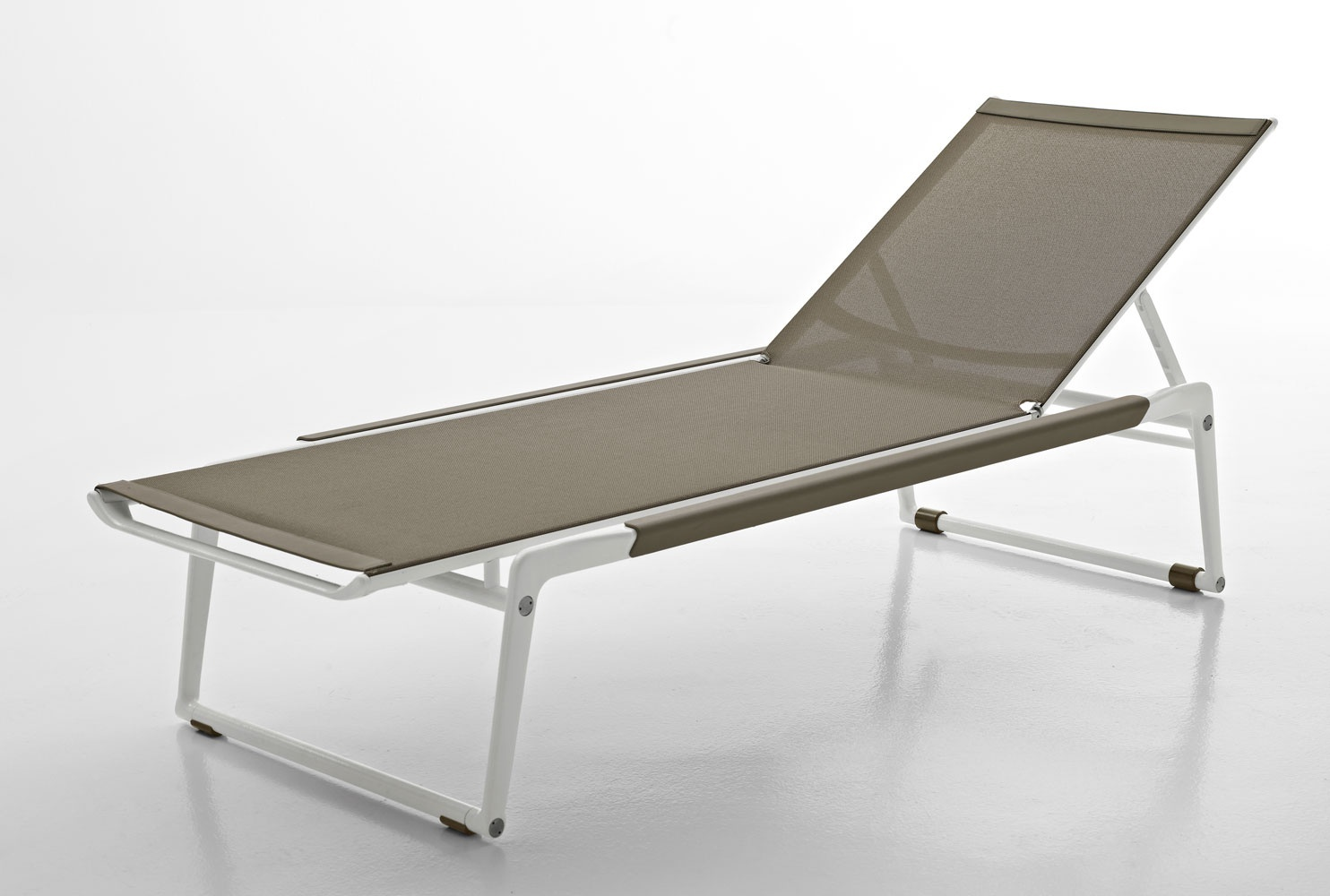 Mirto chaise lounge cast aluminum and plastic b b italia for Chaise longue 200 cm