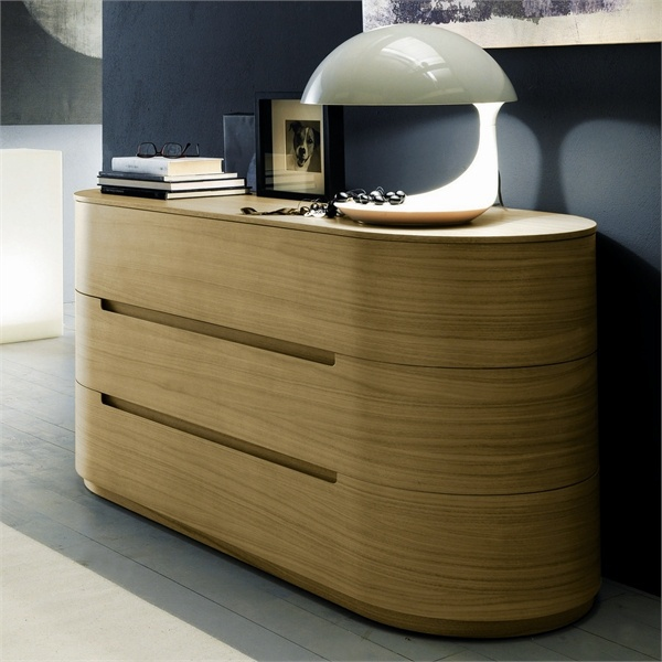 A chest of drawers with rounded body lines, Globo - Presotto