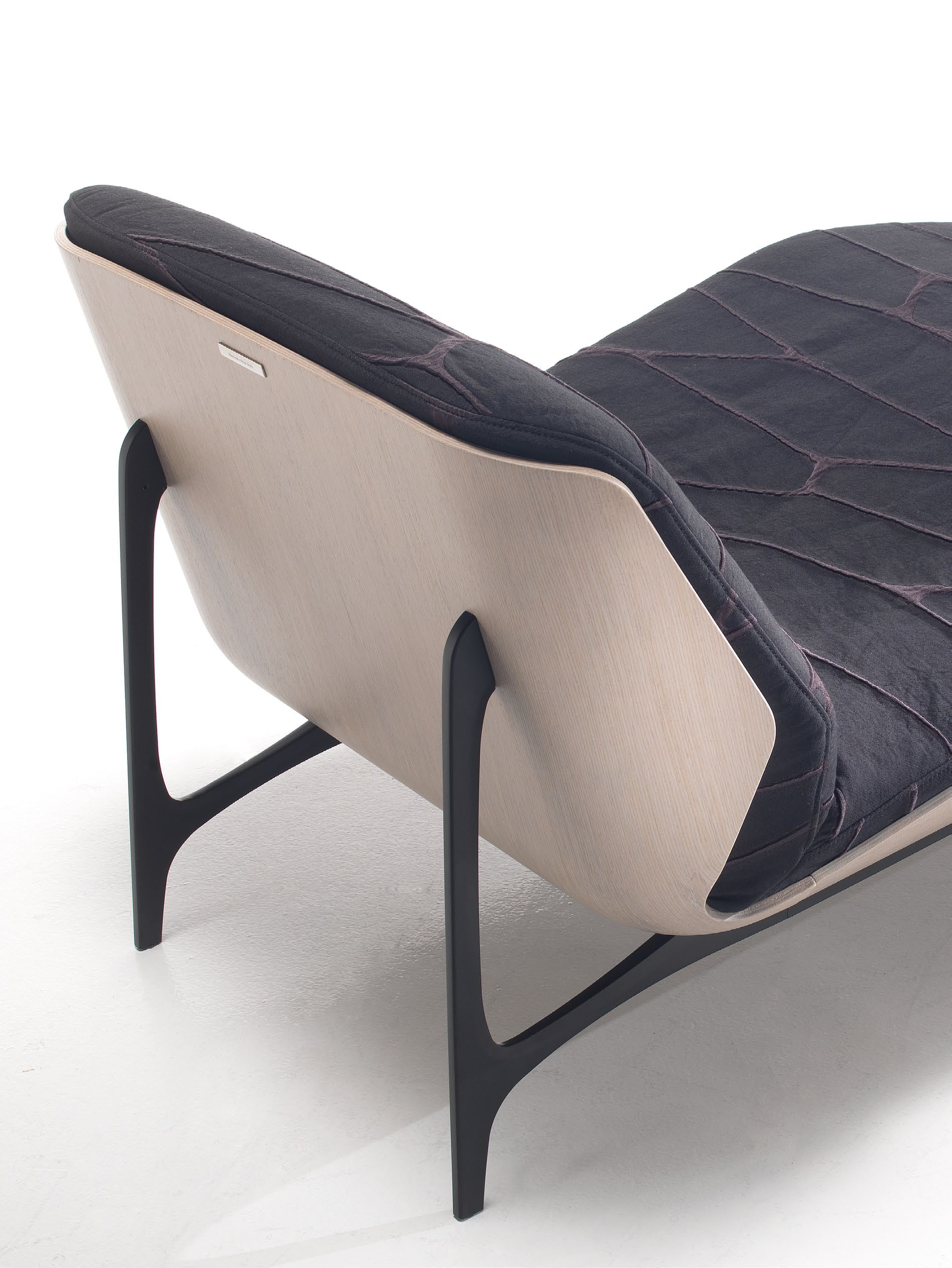 Mbs 006 Chaise Lounge With Metal Legs Wooden Frame