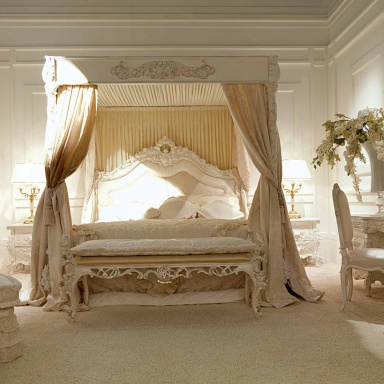 A four-poster bed Charlene
