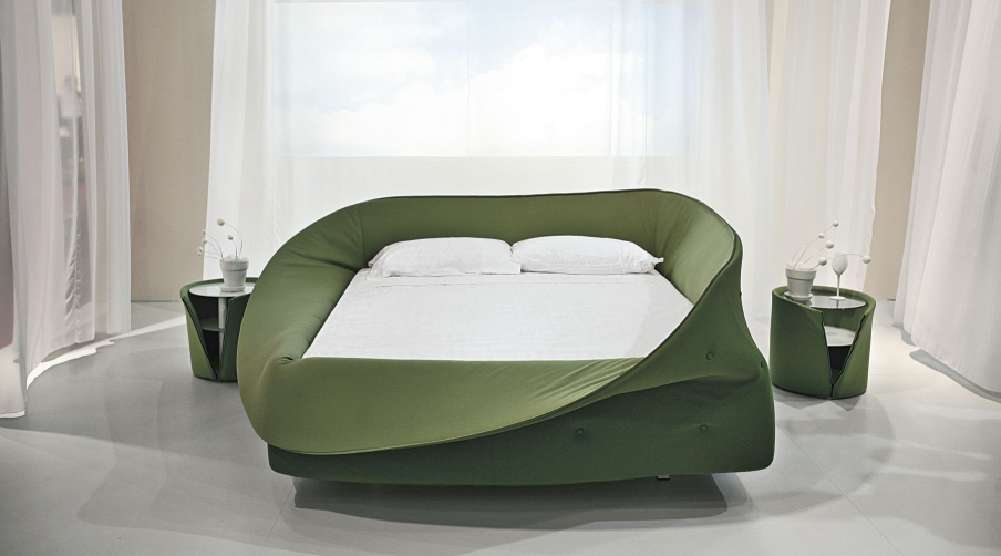 The colletto bed is king size with a frame made of wood for Lago colletto bed