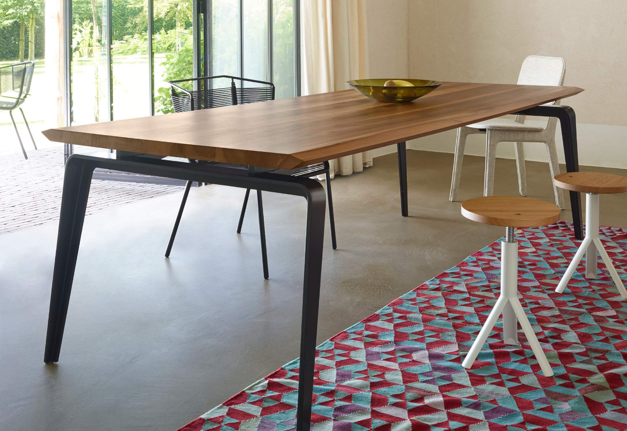 Dining table with top made of natural wood ODESSA, Ligne Roset ...
