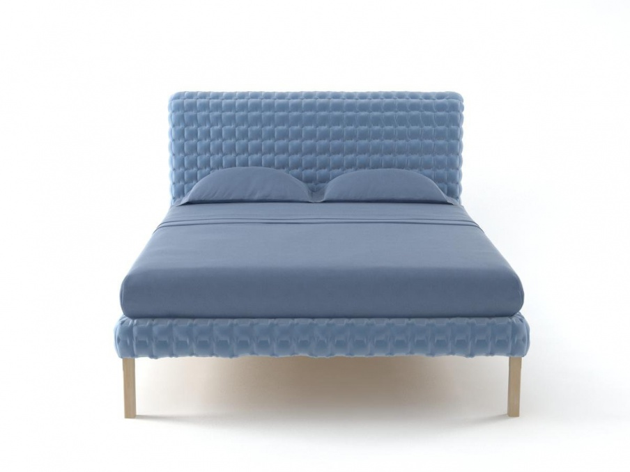 Double bed with a frame made of natural wood and quilted for Quilted bed frame
