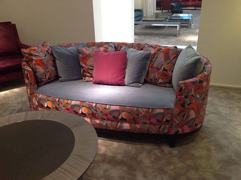 Beau Sofa Oval Shaped Corbeille, JNL