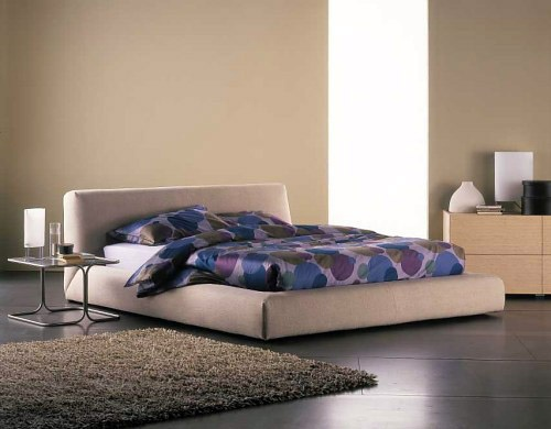 Bed upholstered in leather or fabric Bold, Flou