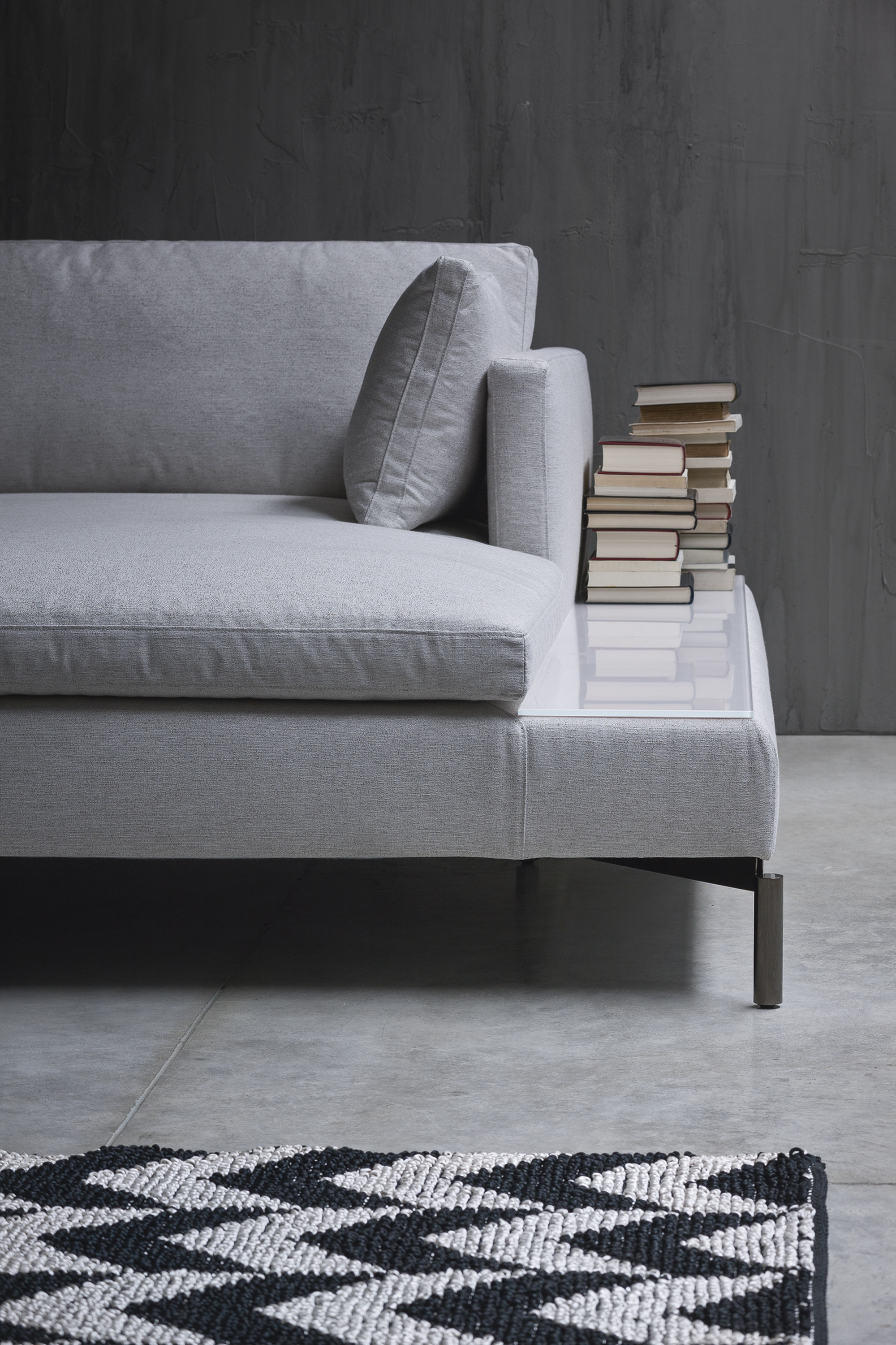 Three Seater Sofa With Frame Made Of Metal Reef