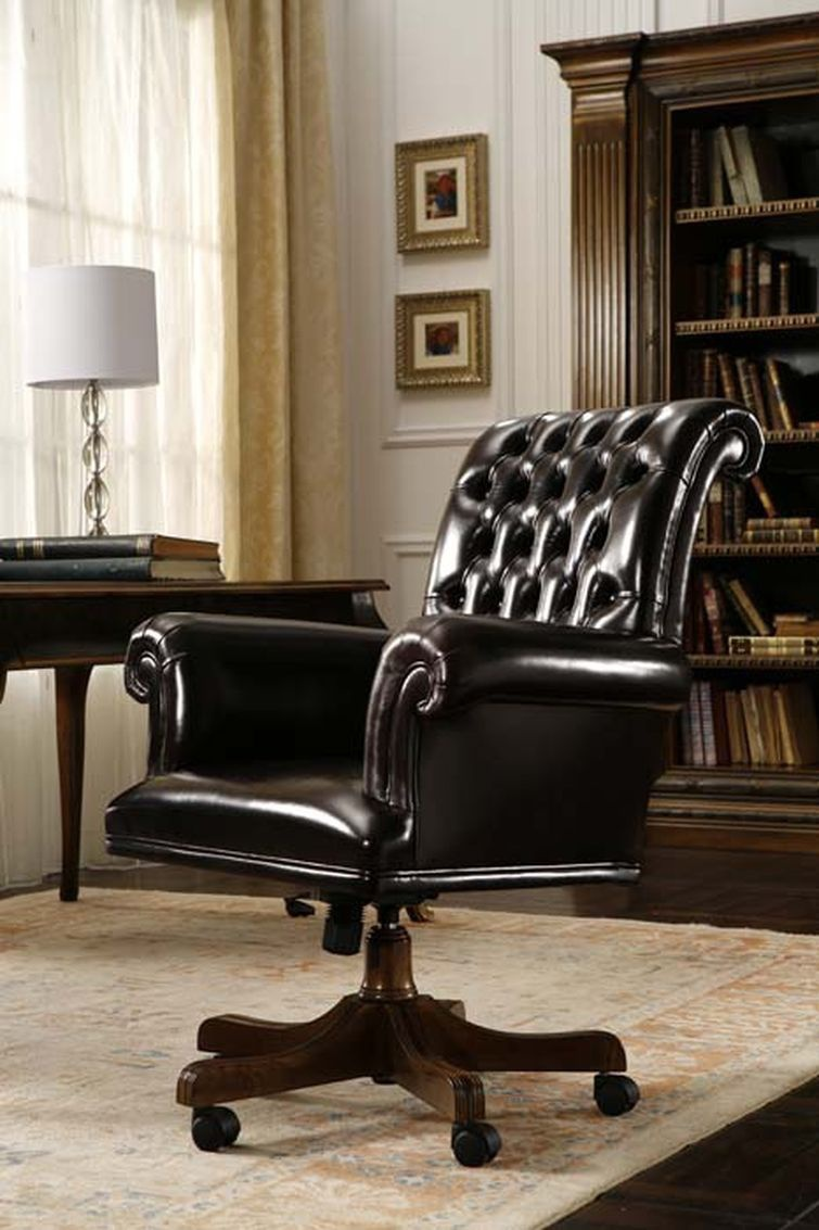 Chair in leather upholstery, PREGNO